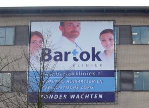 Foto spandoek op Bartok Kliniek